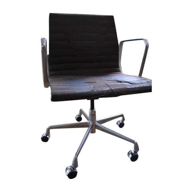 Eames Aluminum Group Management Chair - Image 1 of 5