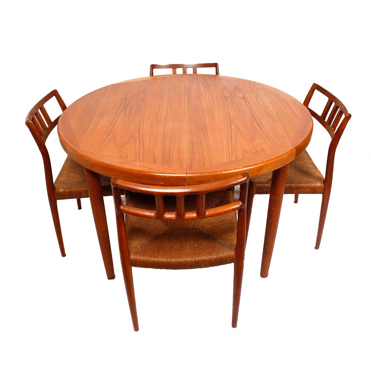 Danish Teak RoundOval Dining Table amp Pads Chairish : 21b3e45f 05fa 4604 96ad c8d44d418ba2aspectfitampwidth640ampheight640 from www.chairish.com size 640 x 640 jpeg 41kB