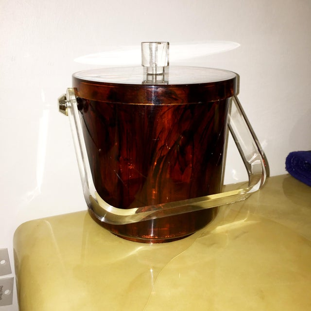 Mid-Century Modern Vintage Faux Tortoiseshell Ice Bucket with Lucite Handle - Image 2 of 7