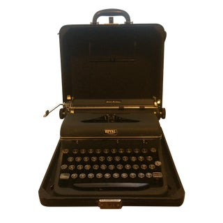 Royal Quiet De Luxe Portable Typewriter in Case