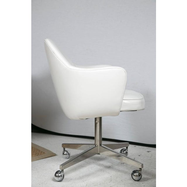 Knoll Desk Chair in White Leather - Image 4 of 7
