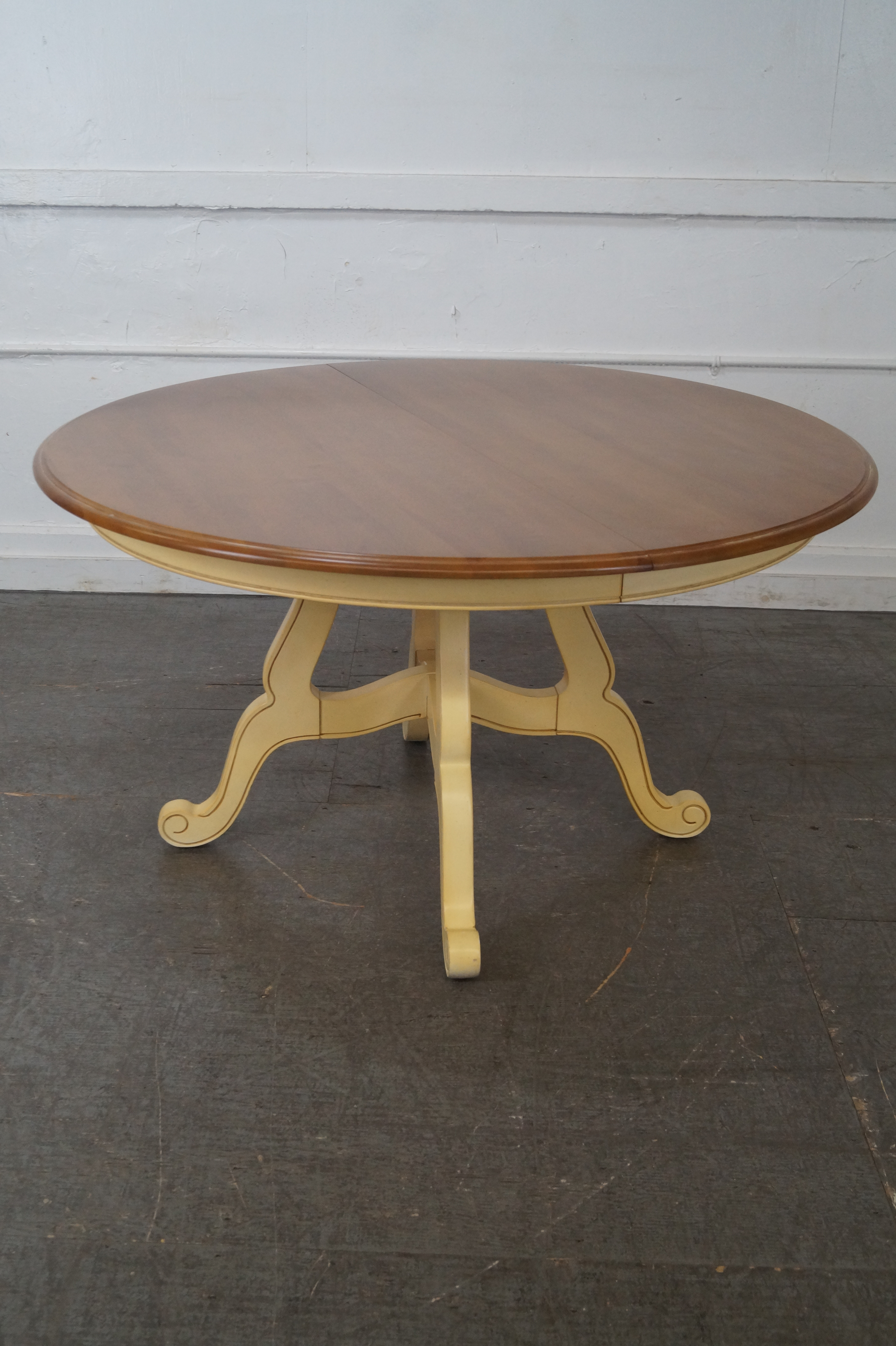 Ethan Allen Country French Round Dining Table   Image 2 Of 10