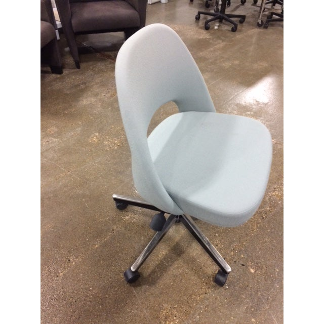 Knoll Saarinen Side Chair With Casters - Image 3 of 6