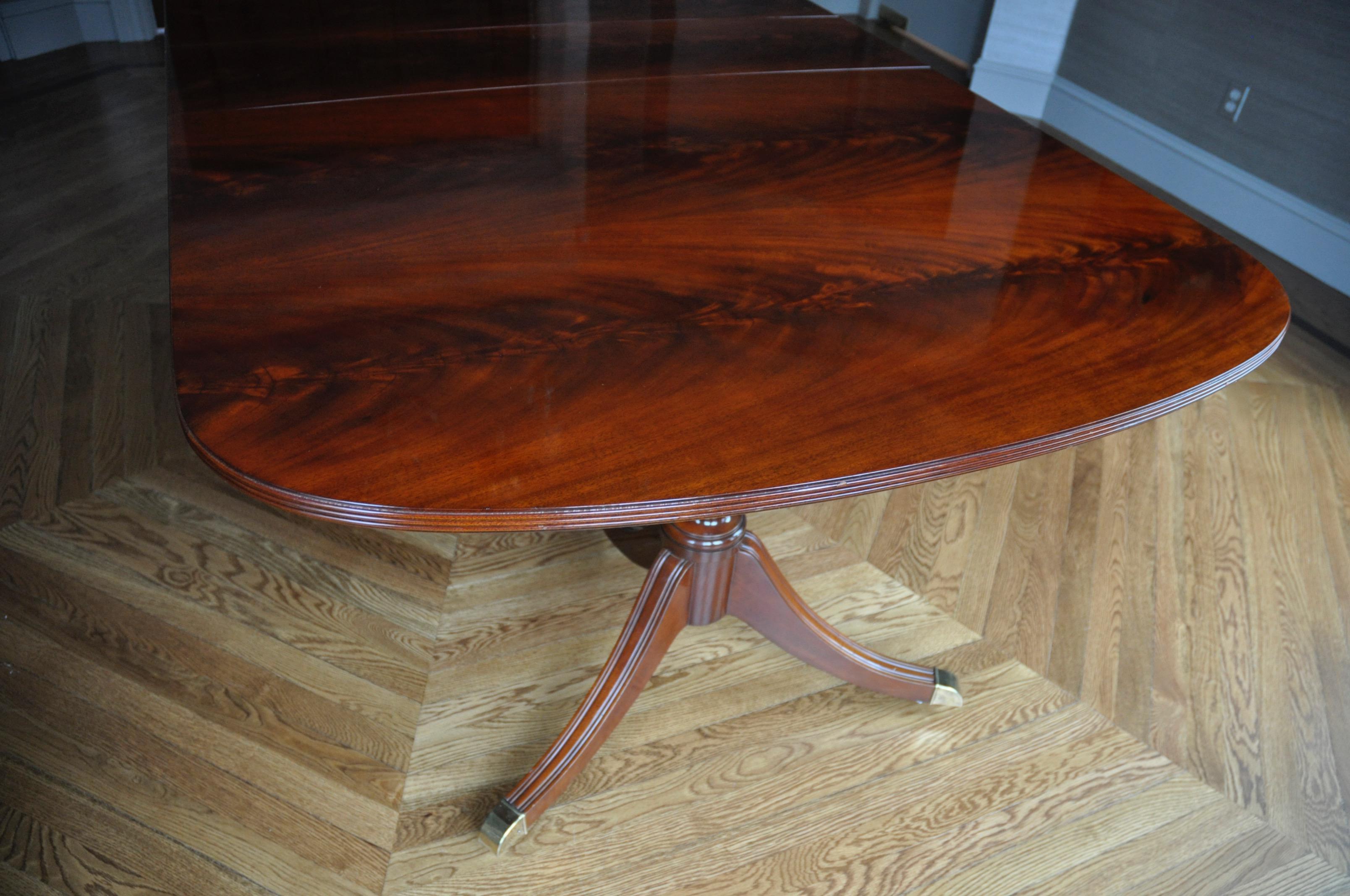 Kindel Crotch Mahogany Pedestal Dining Table Chairish : 26b0858e e711 4d1d be61 26f9013e88d3aspectfitampwidth640ampheight640 from www.chairish.com size 640 x 640 jpeg 43kB