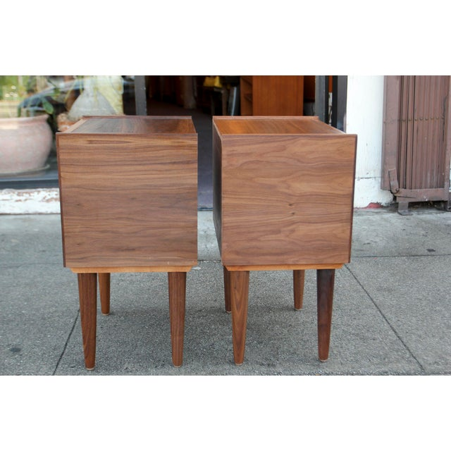 Mid-Century American Walnut Nightstands - A Pair - Image 4 of 10