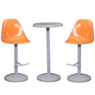 Saarinen Style Mid-Century Bar Stool and Table Set