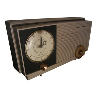 RCA Victor Vintage 1950's Art Deco White on Grey Clock Radio