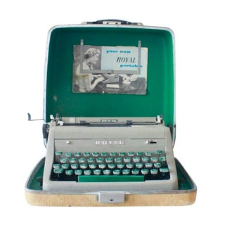 Vintage Royal Quiet De Luxe Typewriter