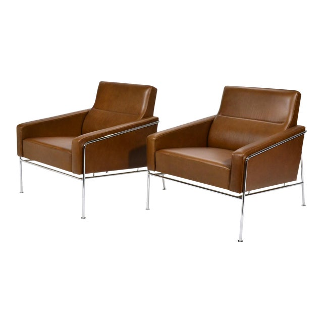Pair of Arne Jacobsen Series 3300 Lounge Chairs - Image 1 of 11