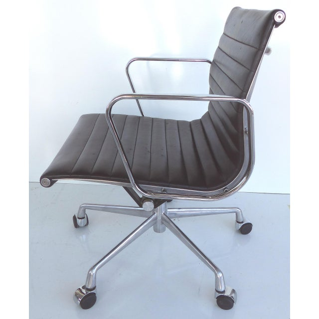 Mid-century Eames Herman Miller Aluminum Group Chair - Image 3 of 11