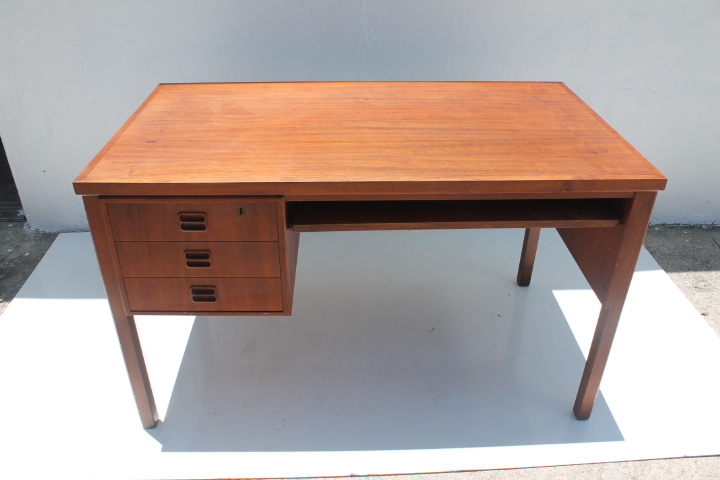 Awesome Maurice Villency Mid Century Danish Teak Desk   Image 2 Of 11
