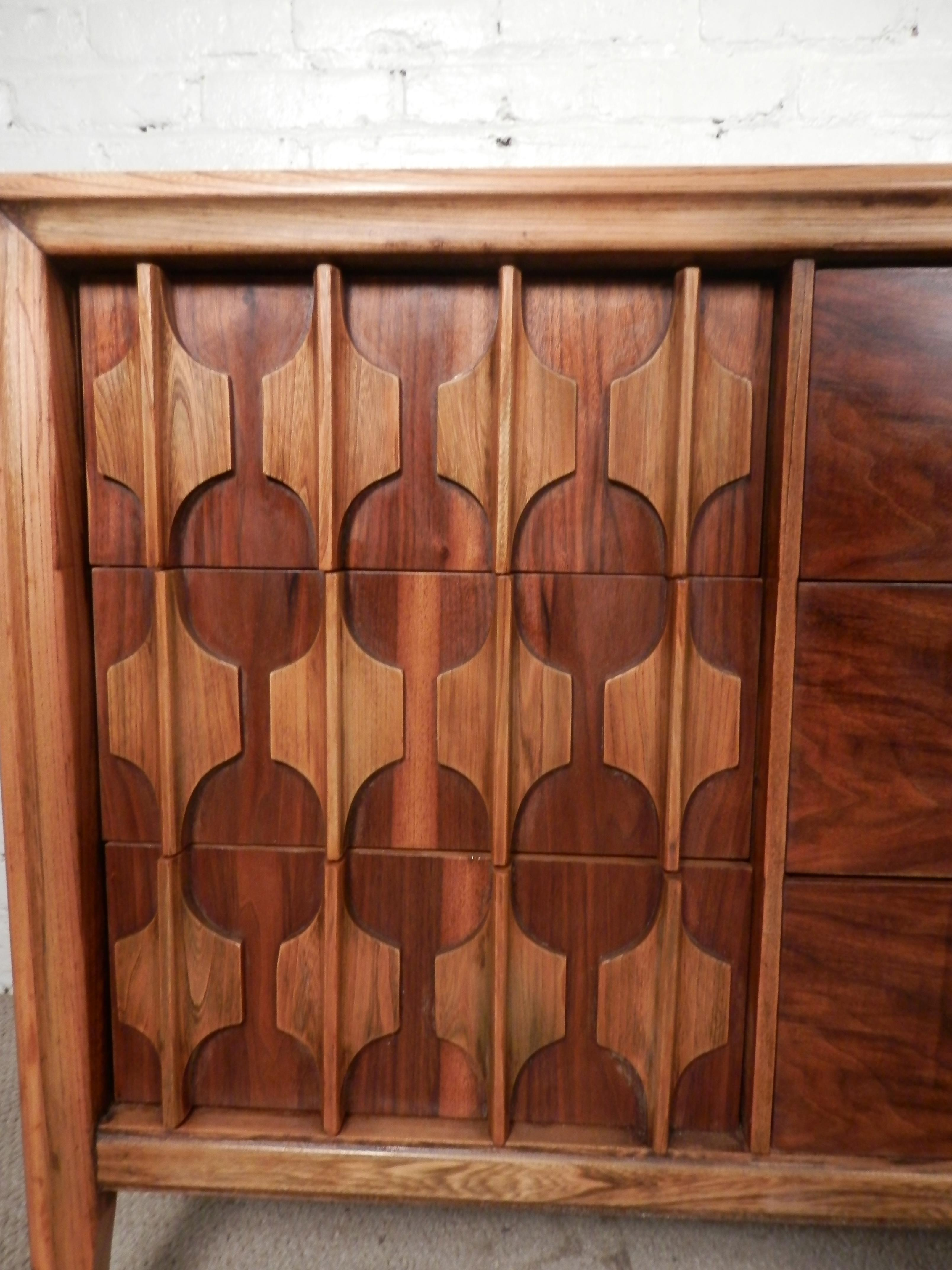 Mid Century Two Tone Kent Coffey Sculpted Front Dresser   Image 6 Of 9