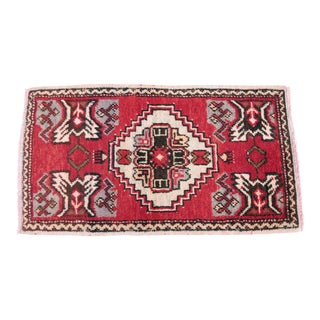 Decorative Red Tone Color Carpet - 1′6″ × 2′9″