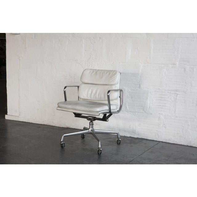 Eames Soft Pad Executive Chair - Image 4 of 6