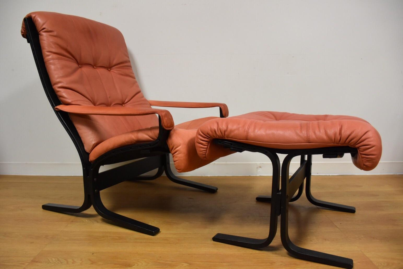 Pink Westnofa Lounge Chair And Ottoman   Image 2 Of 11