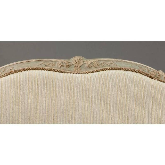 19th Century French Louis XV Carved Canape With Painted Finish and Beige Fabric - Image 4 of 9