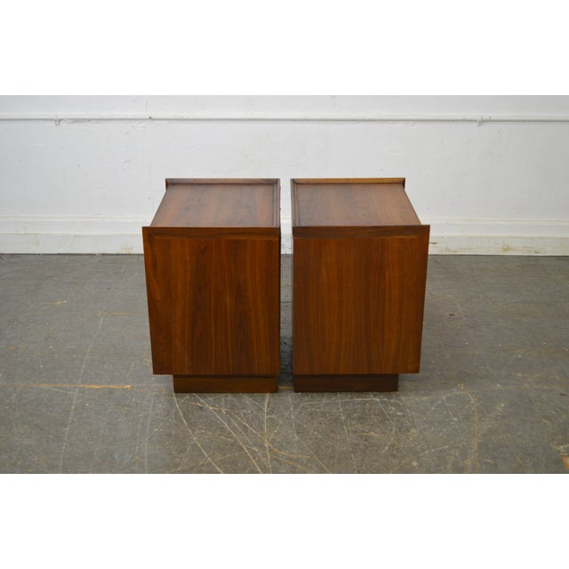 Milo Baughman for Dillingham Pair of Mid Century Modern Walnut Nightstands - Image 3 of 9