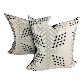 Colefax and Fowler Modern Linen Pillows- a Pair