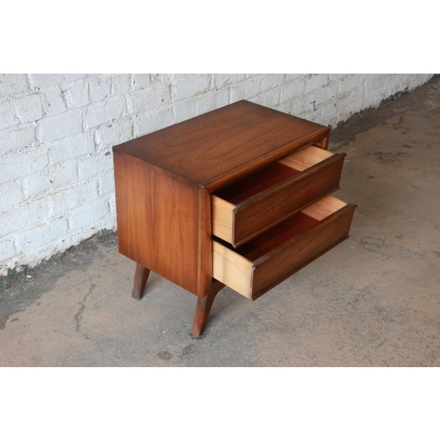 United Mid-Century Sculpted Front Walnut Nightstand - Image 5 of 6