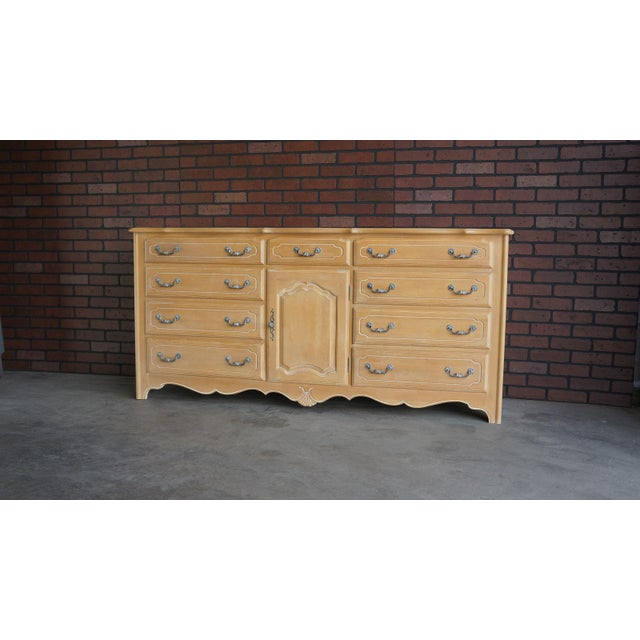 Ethan Allen Country Colors Coffee Table: Ethan Allen Triple Dresser With Tri-Fold Mirror