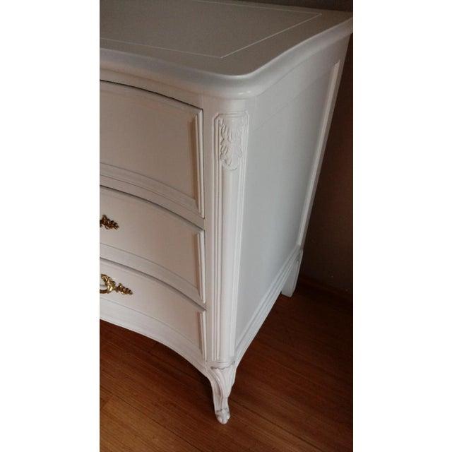 Henredon French Provincial White 9 Drawer Dresser - Image 6 of 7