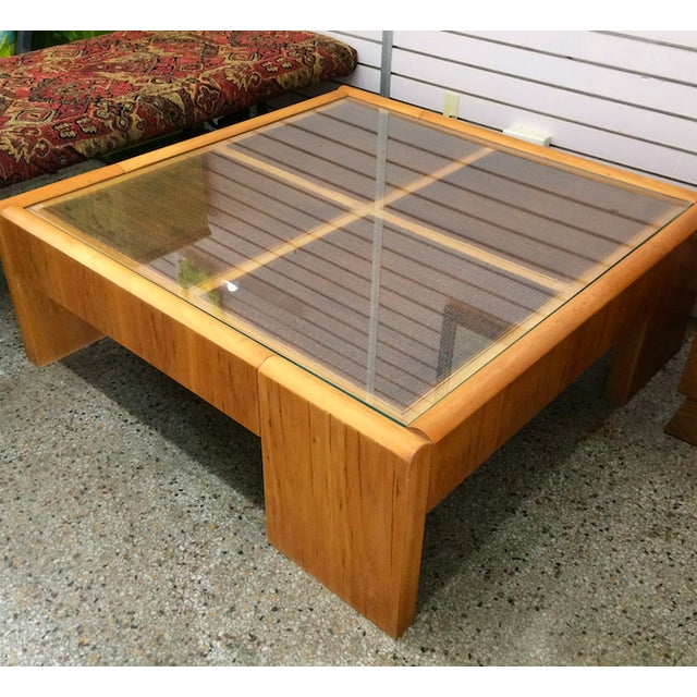 Large Wooden Coffee Table - Image 4 of 6