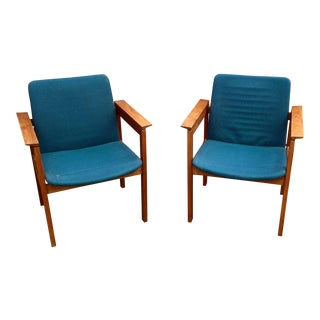 Jens Risom Walnut Frame Side Chairs - A Pair
