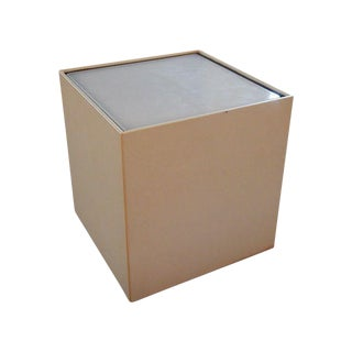 Small Modern Design Illuminated Cube Pedestal