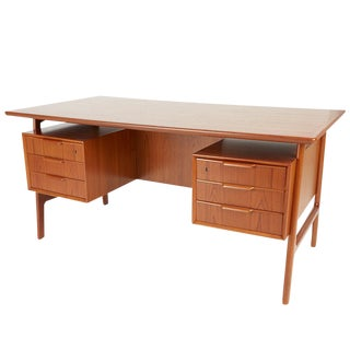 Gunni Omann Executive Desk