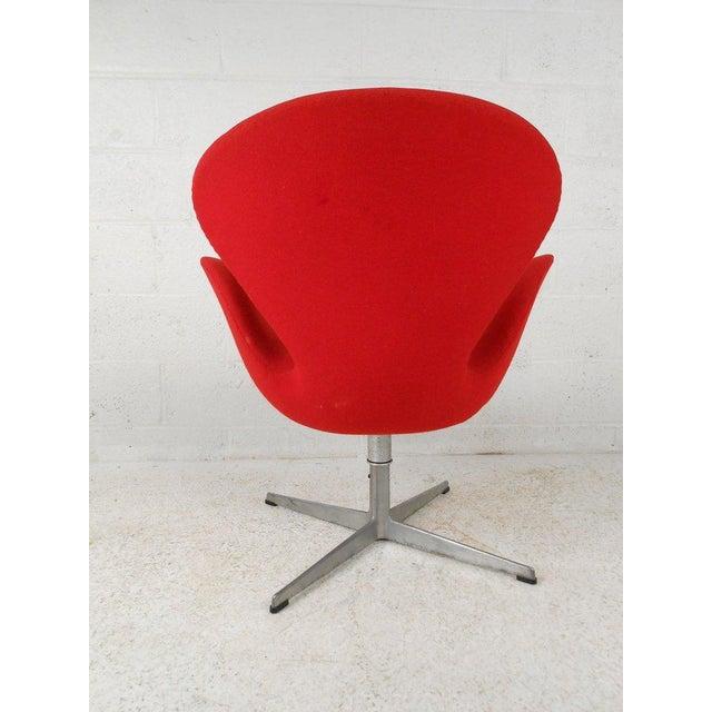Swan Chair by Arne Jacobsen for Fritz Hansen - Image 3 of 4