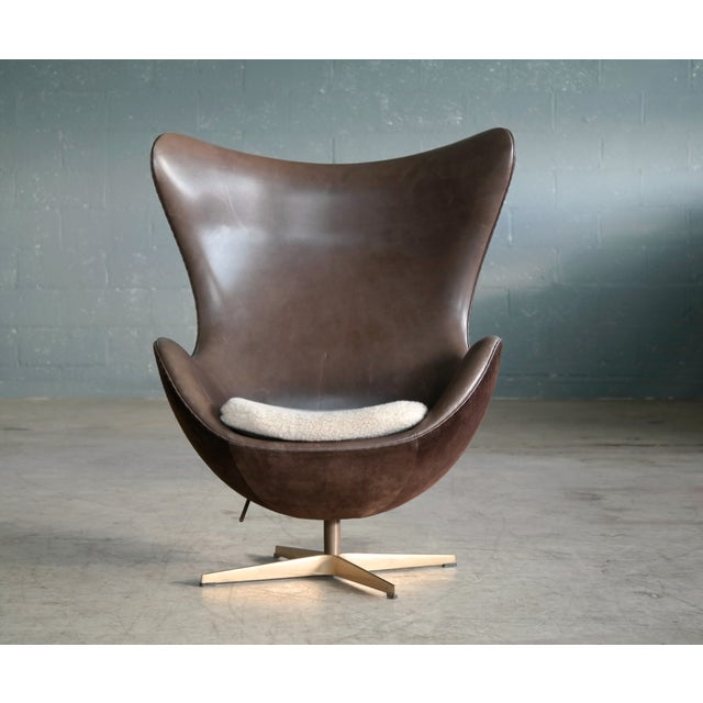 Golden Egg Chair Special Anniversary Edition by Fritz Hansen - Image 2 of 11