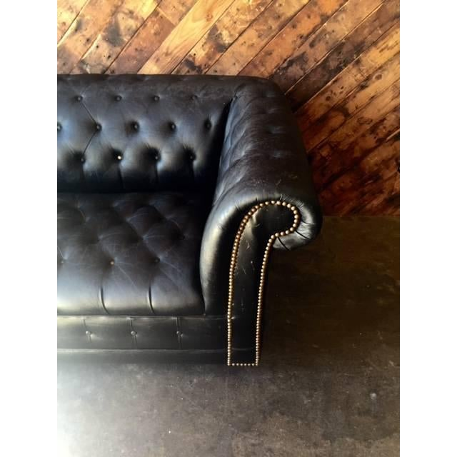 Funky Old Vintage Black Chesterfield Sofa - Image 4 of 10
