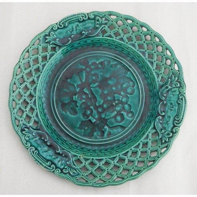 Green Majolica Redcurrant Wall Plate - Image 2 of 3