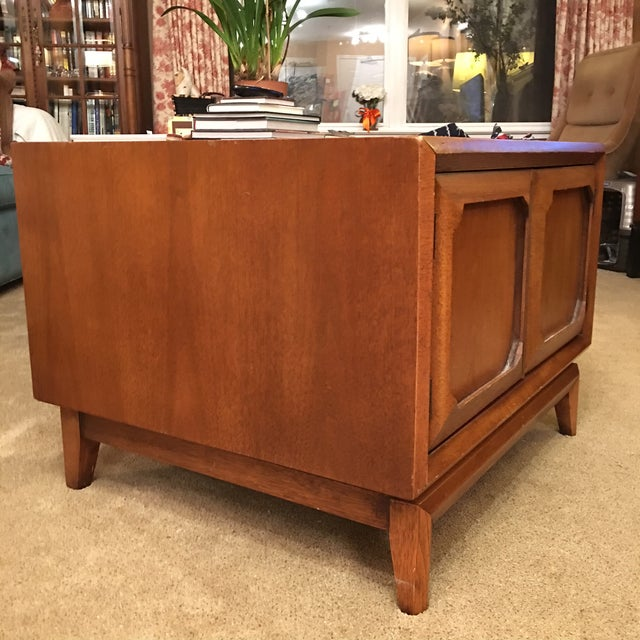 Image of Broyhill Mid-Century Premier Facet Nightstands - A Pair