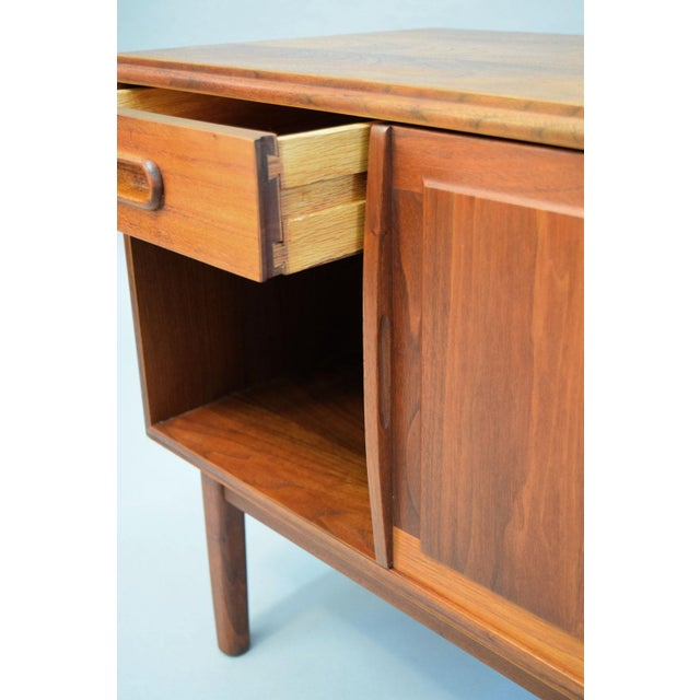 Jack Cartwright for Founders Walnut Nightstands - A Pair - Image 6 of 11