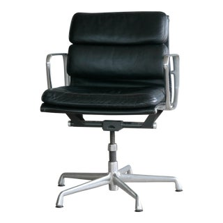 Eames Soft Pad Management Chair Model EA434