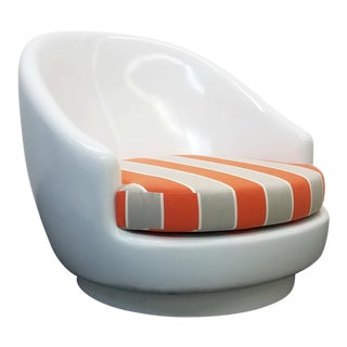Oversized Fiberglass Egg Indoor Outdoor Chair