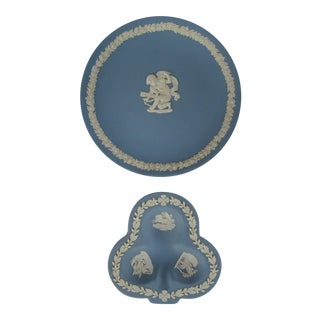 Vintage Wedgwood Decorative Plates - A Pair