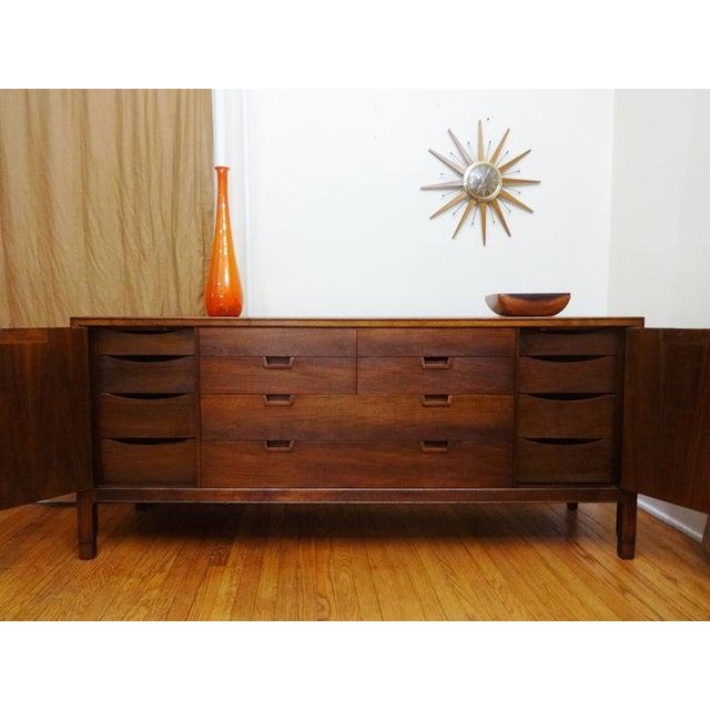 Mid-Century Modern John Stuart Walnut Dresser - Image 4 of 6
