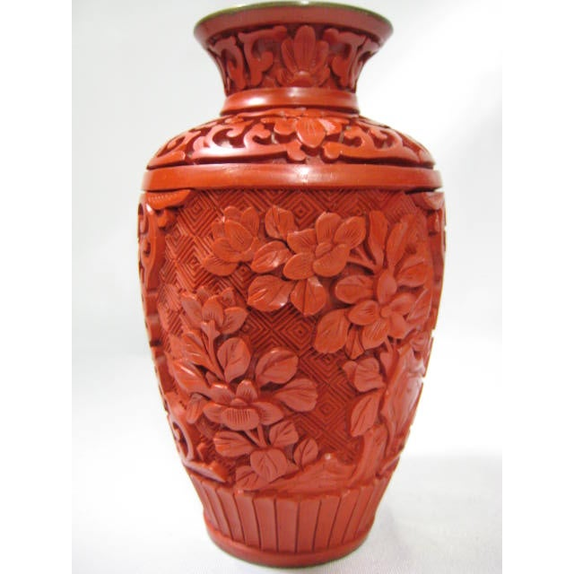Small Mid-Century Chinese Cinnabar Cabinet Vase - Image 2 of 9