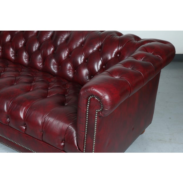 1970'S Burgundy Emerson Leather Chesterfield Sofa - Image 4 of 10