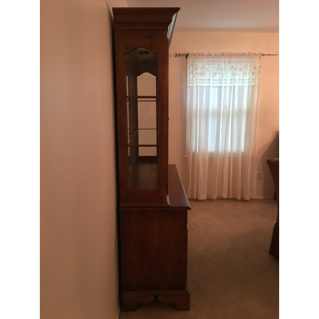 Ethan Allen Maple China Cabinet - Image 3 of 9