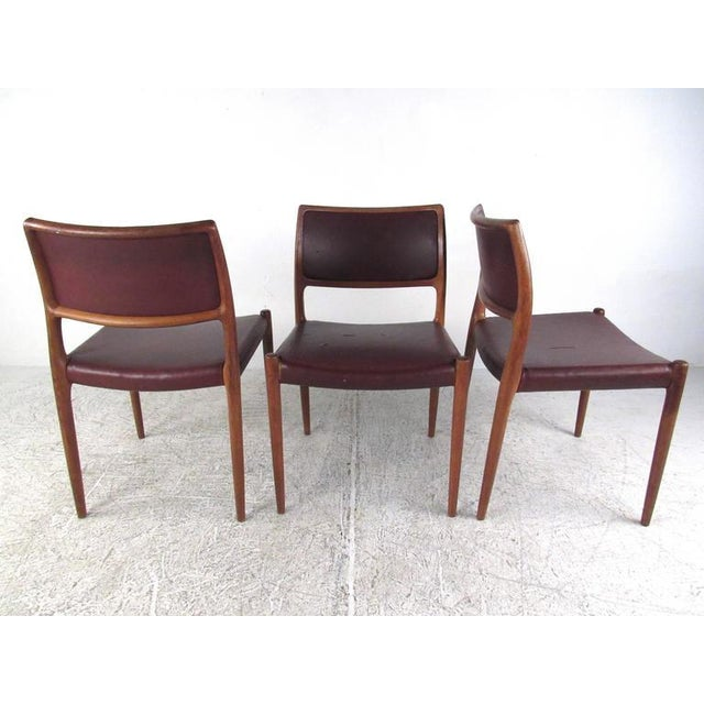 Mid-Century Modern Danish Teak Dining Table & Model 11 Moller Dining Chairs - Image 4 of 10
