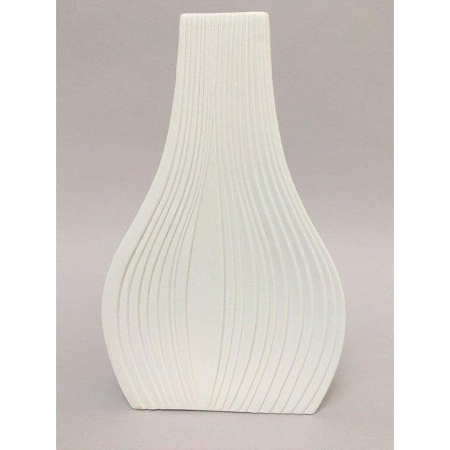 White Modernist Bisque Porcelain Naaman Onion Vase - Image 4 of 11