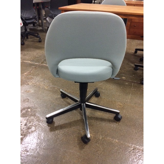 Knoll Saarinen Side Chair With Casters - Image 5 of 6