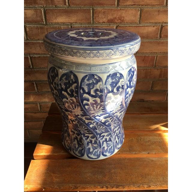 Swirled Blue & White Porcelain Garden Seat - Image 4 of 5
