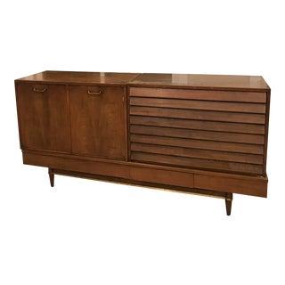 American of Martinsville Diana Standard Dresser