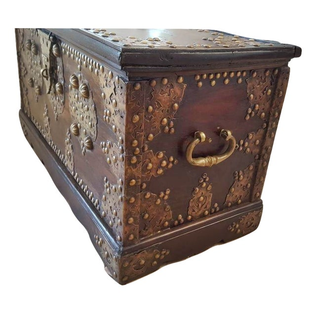 Royal Antique Style Treasure Trunk Coffee Table - Image 5 of 6