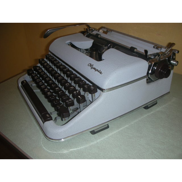 Image of 1960 Olympia Portable SM3