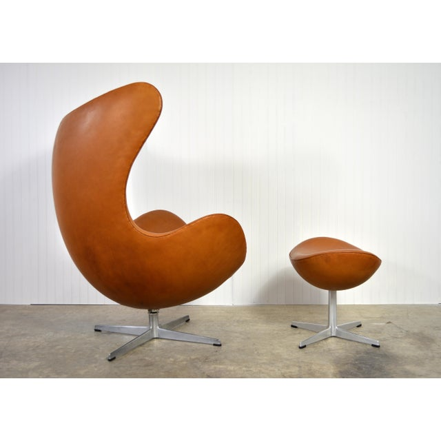 Pouf Design Egg Pouf Jacobsen : High end arne jacobsen leather egg chair and ottoman decaso